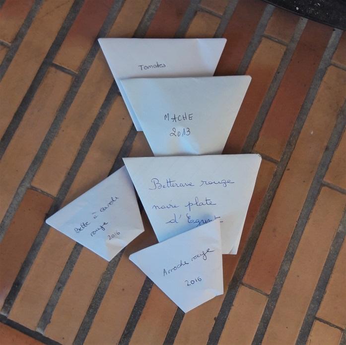 Grainothèques : les enveloppes contenant des graines à planter